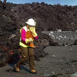Johanne Schmith ved vulkanen Bárðarbunga. Foto: Rob Askew
