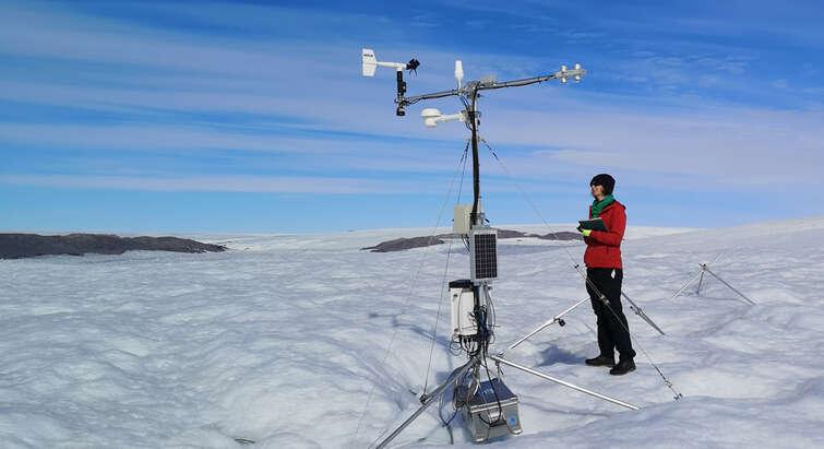 Seniorforsker fra GEUS Nanna B. Karlsson på feltarbejde i Nordvestgrønland. Foto: A.Ø. Pedersen.